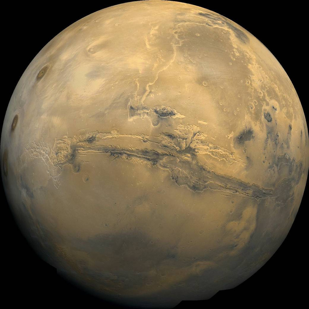 Research team disproves the leading evidence for flowing water on Mars