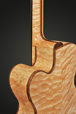 ARCHTOP QUILTED NECK