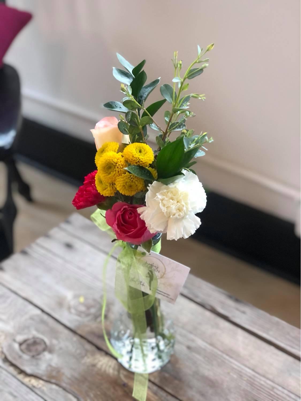 bud vase bright
