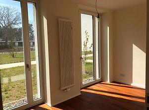 Schlafzimmer klein Fenster.jpeg
