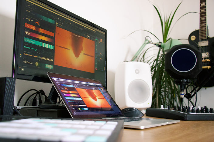 home-studio-close-up_t20_vLWgx3.jpg