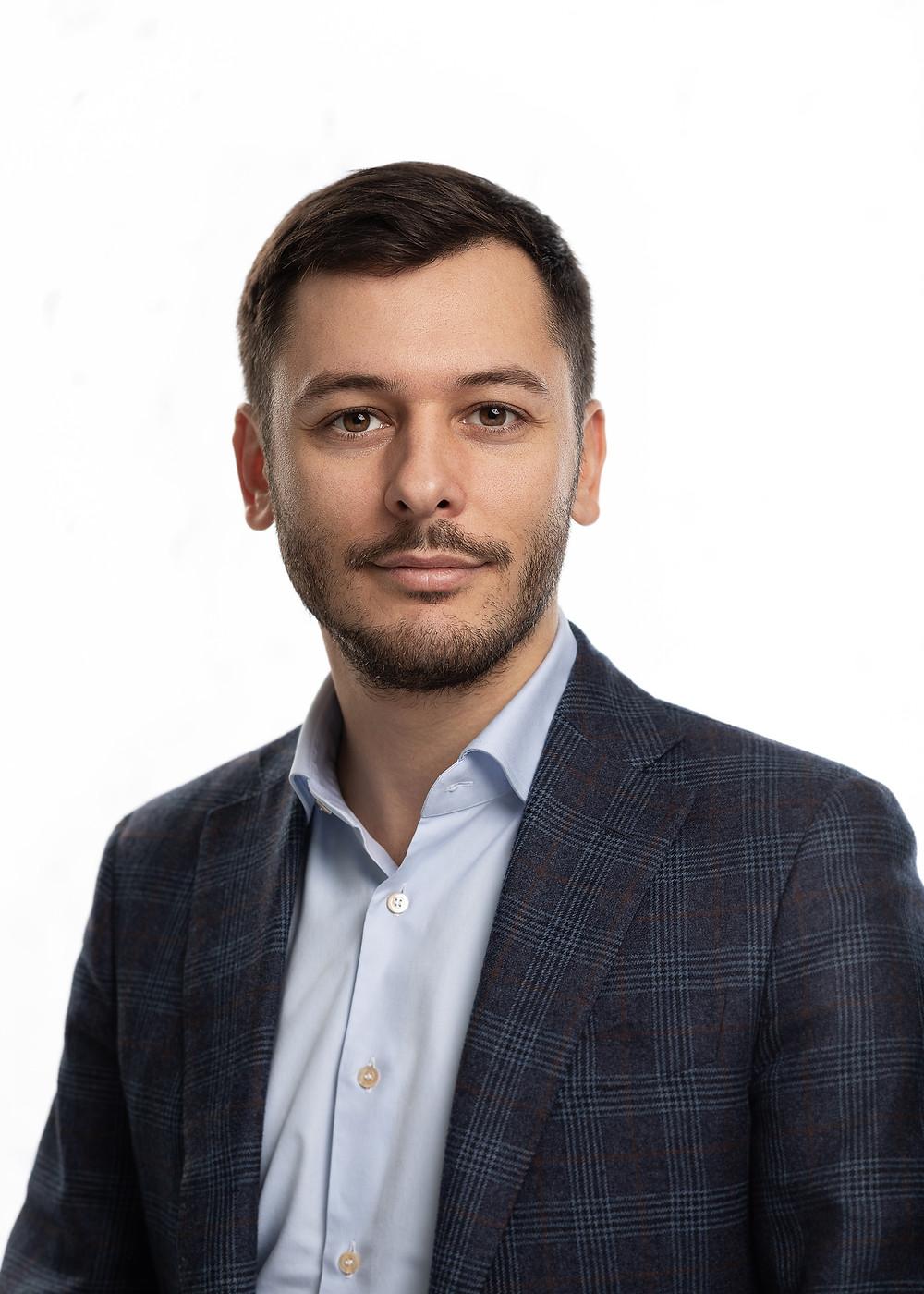 Мужской бизнес портрет на белом фоне