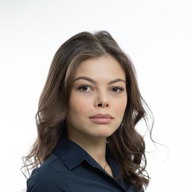 Женский деловой портрет в фото студии. Москва 2020