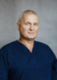 Мужской бизнес портрет врача на сером фоне смотреть в портфолио фотограф Ардев