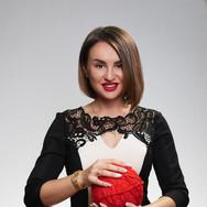Женский бизнес портрет на сером фоне