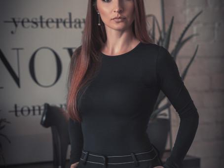 Позы и идеи для женской фотосессии в деловом стиле. Бизнес портреты от фотографа Ардева Борислава