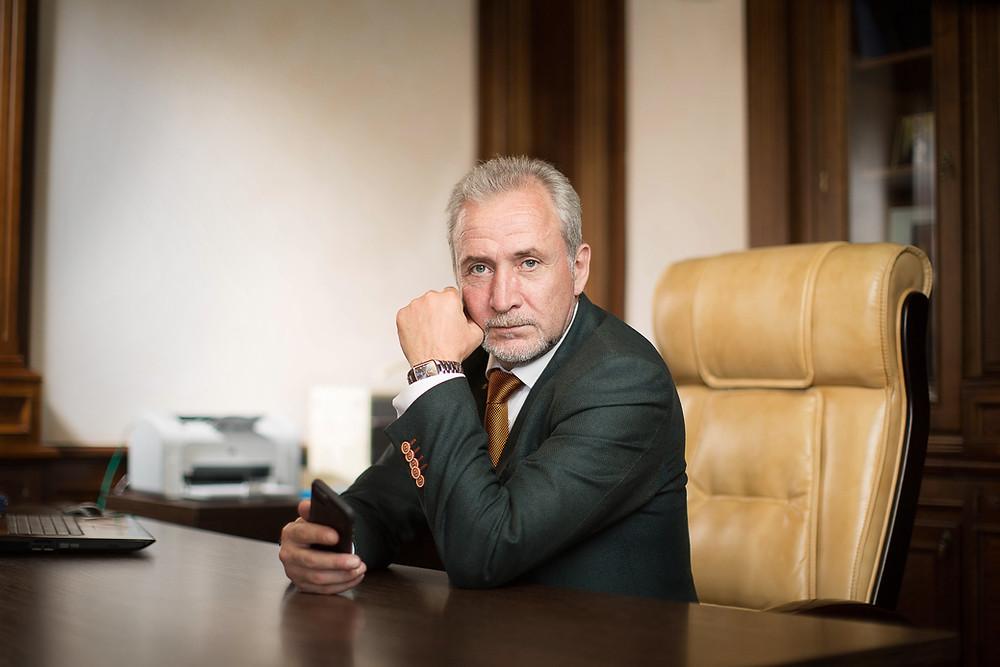 Бизнес портрет. Фотосъемка в офисе: комфортная фотосессия для корпоративных клиентов. Фотограф Борислав Ардев 2018 г.