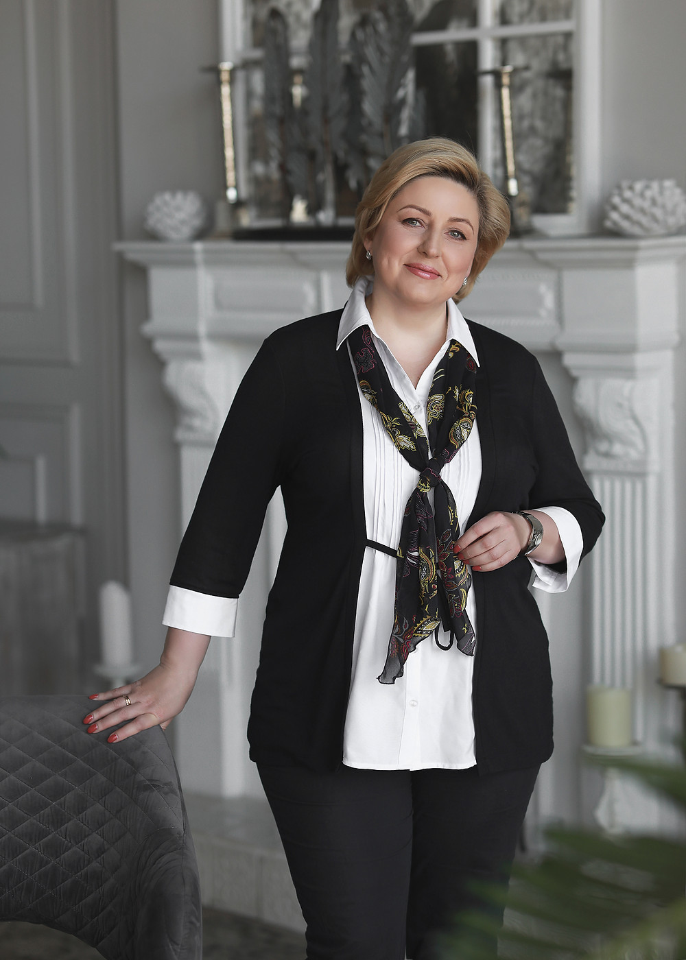 женский бизнес портрет в фотостудии: детали и одежда в деловом стиле. Фотосессия от фотографа Борислав в Москве 2020