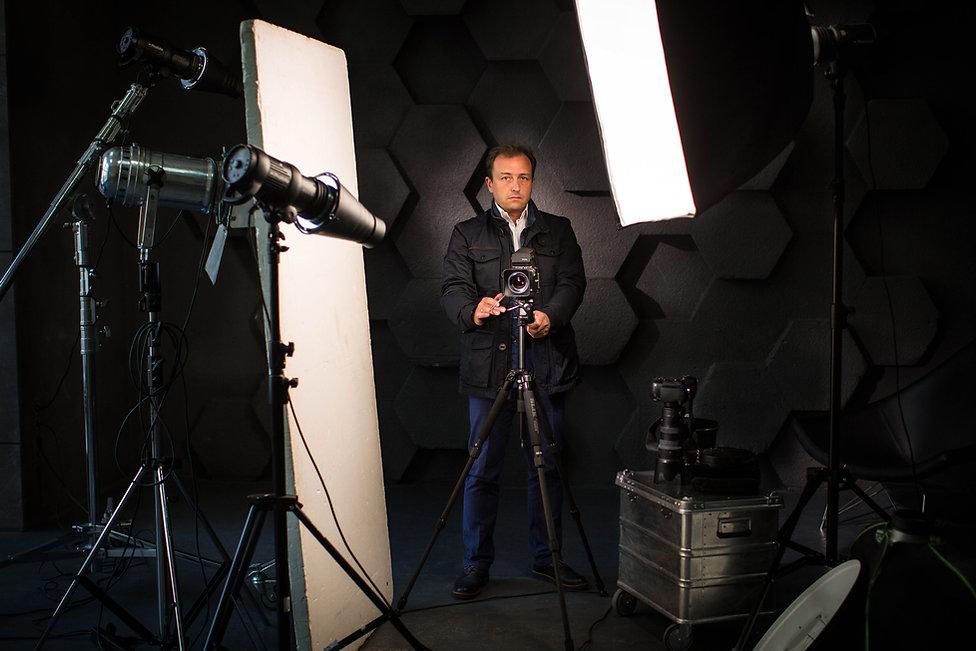 Фотосессия в студии – классический вариант работы над бизнес-портретом
