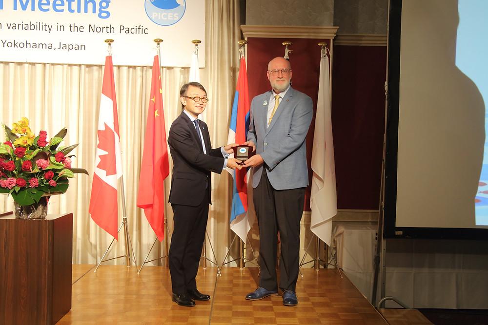 開会式にてロシアのLobanov博士にWooster Awardが授与されました