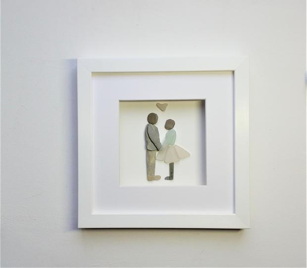 pebble art kissing couple
