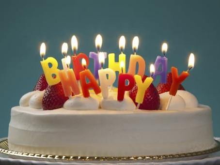 大切なスタッフの誕生日を祝う