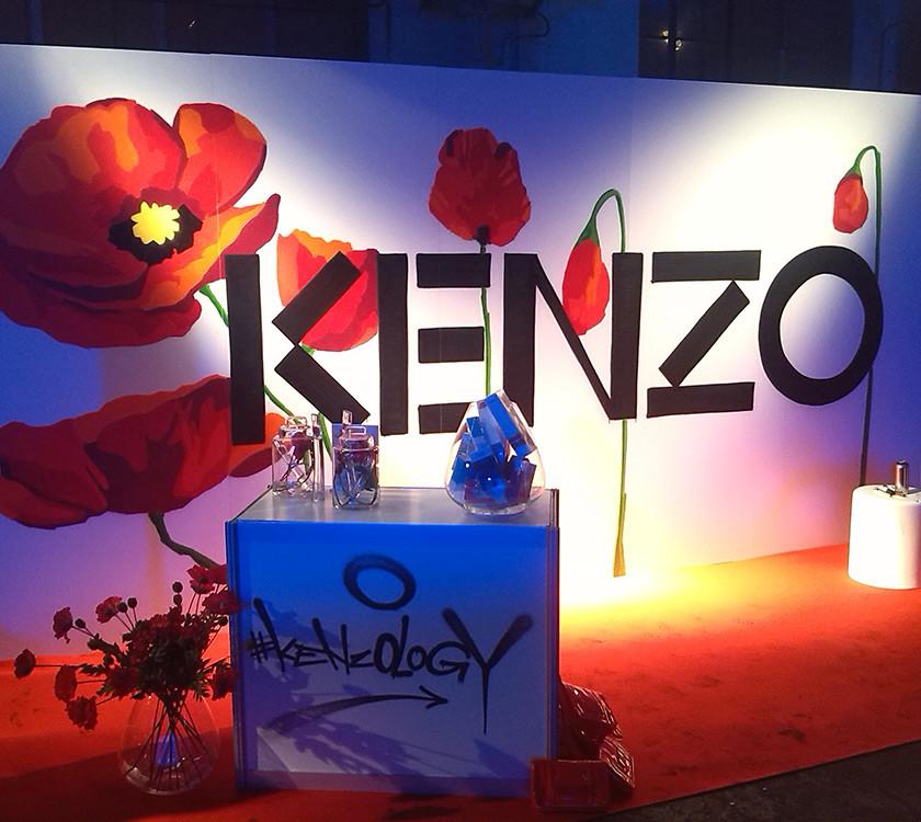 KENZO - Graffiti reklama na veletrhu