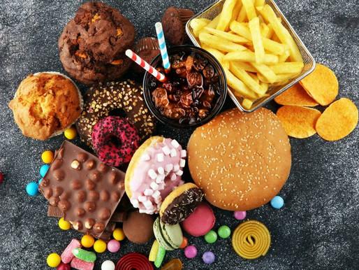 Alimentos ultraprocesados aumentan enfermedad y muerte CV