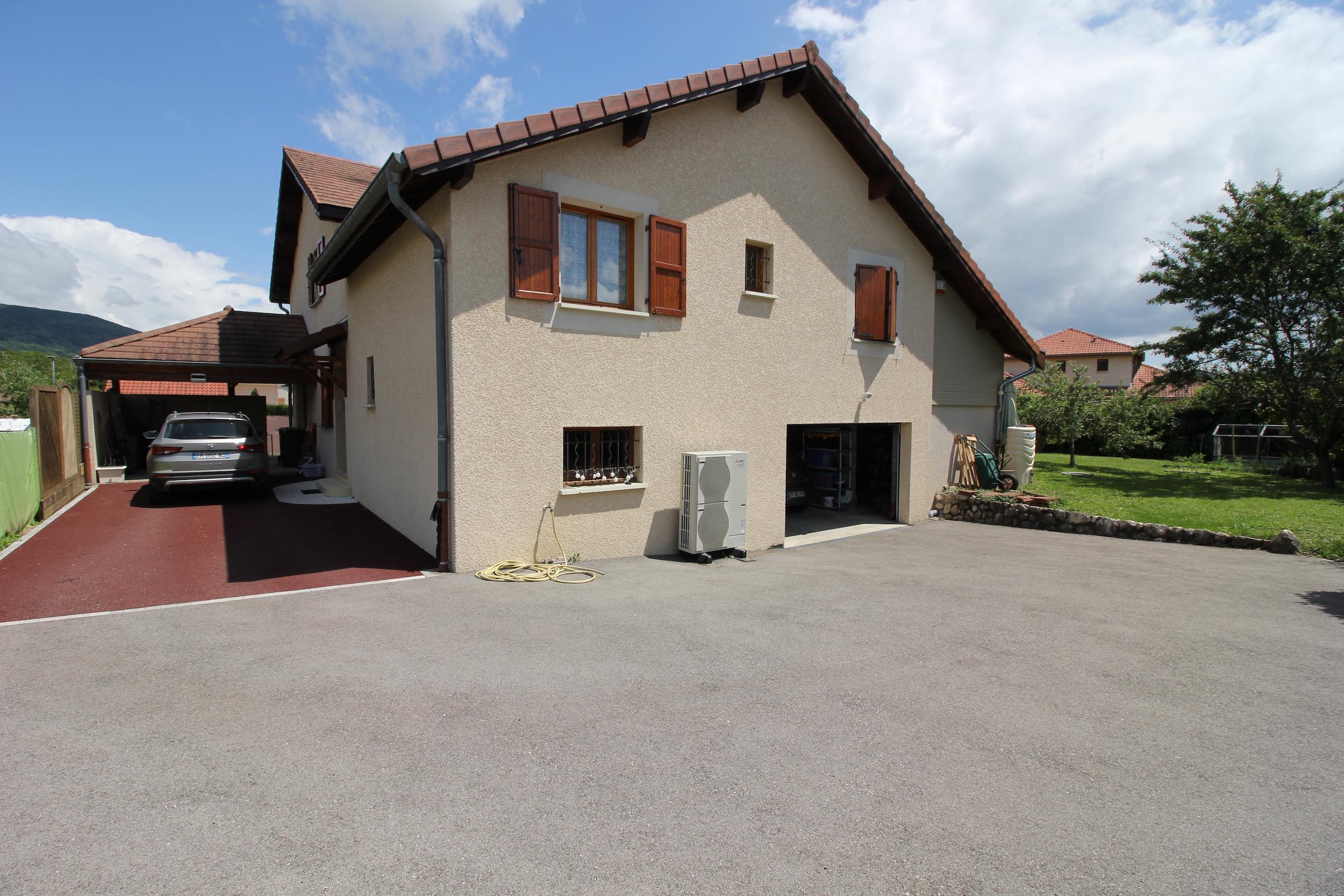 Cour et accès garage