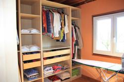 Chambre aménagée en dressing