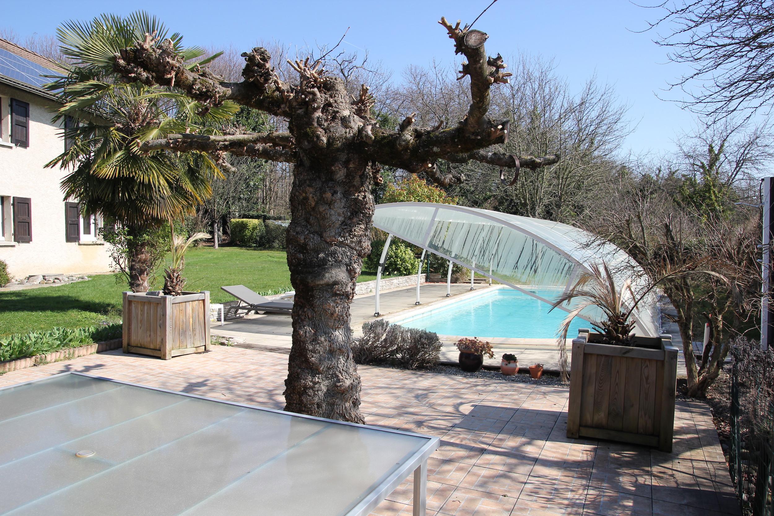 Terrasse et piscine couverte
