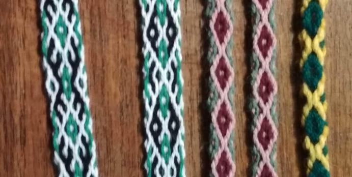 Crossed warp bands