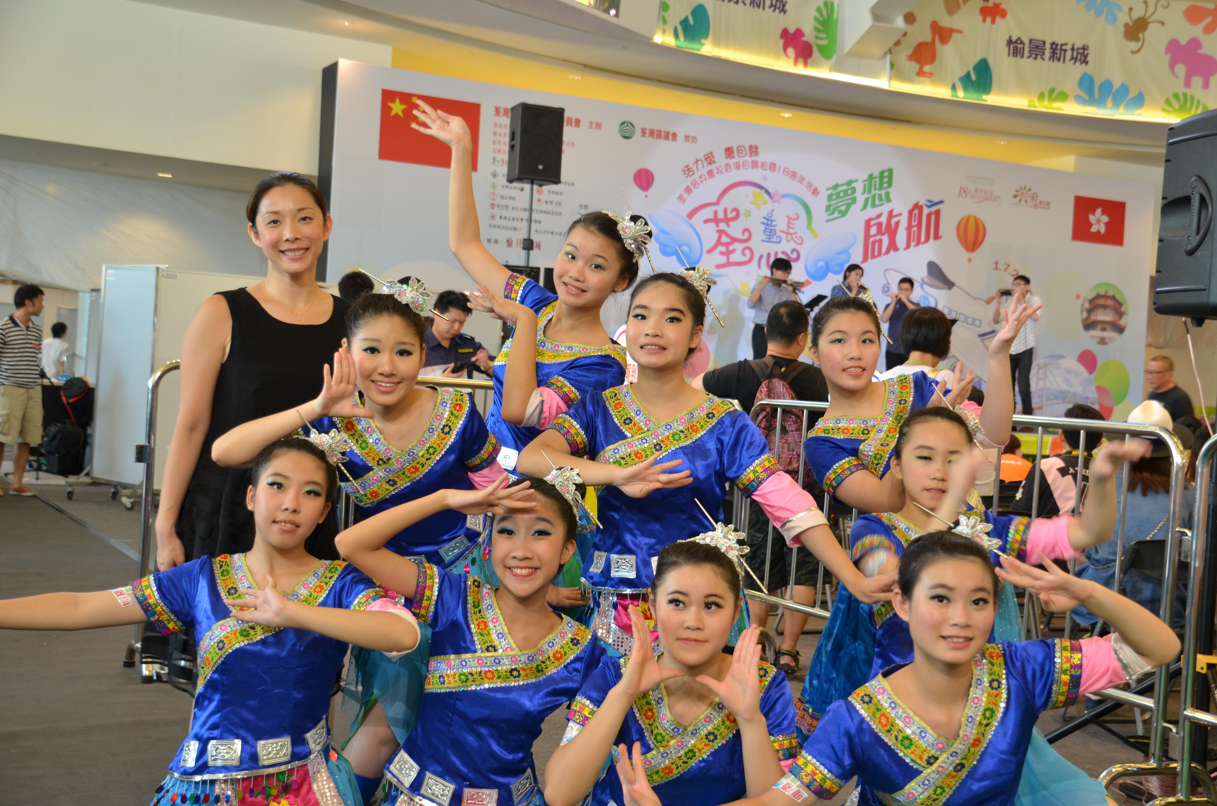 荃心童長愉樂無窮慶回歸表演2015 - 中國舞