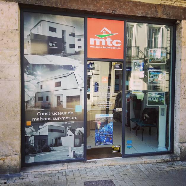 Jus d'icieuse Communication - creation enseigne - entreprise - microperf - vitrine - douai - lille - arras- lens