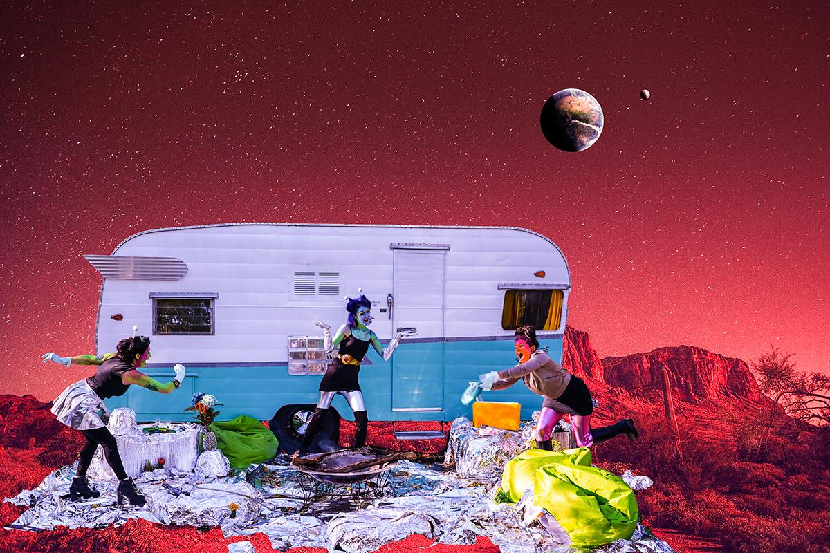 Alien babes on Mars