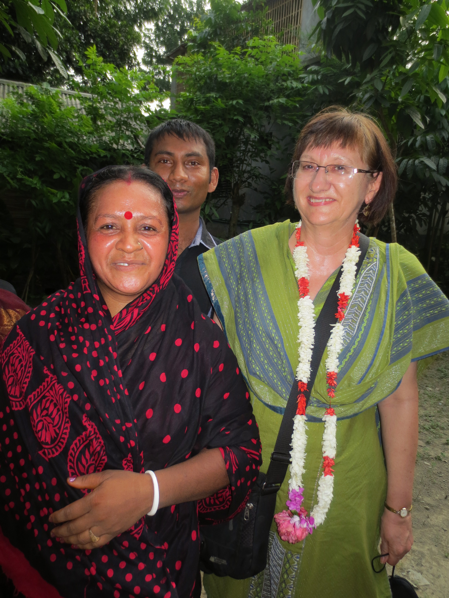 Joan with lady in Bangladesh