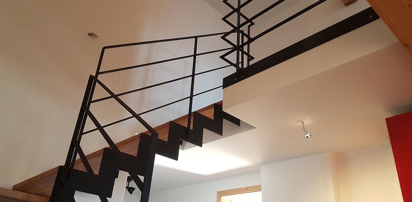 Treppe_1_rundummetall.jpg