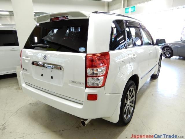 ID#00011   Suzuki Escudo 2013-White