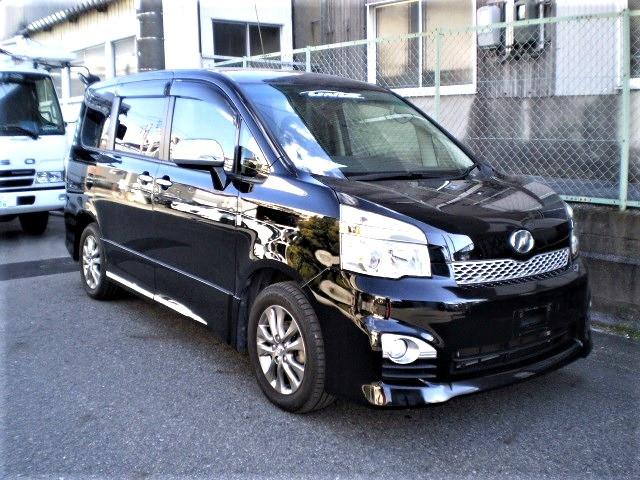 ID#00016   2013 Voxy ZS Kirameki