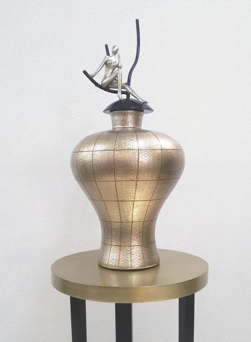 I#V1RJF4 | Vase with cover