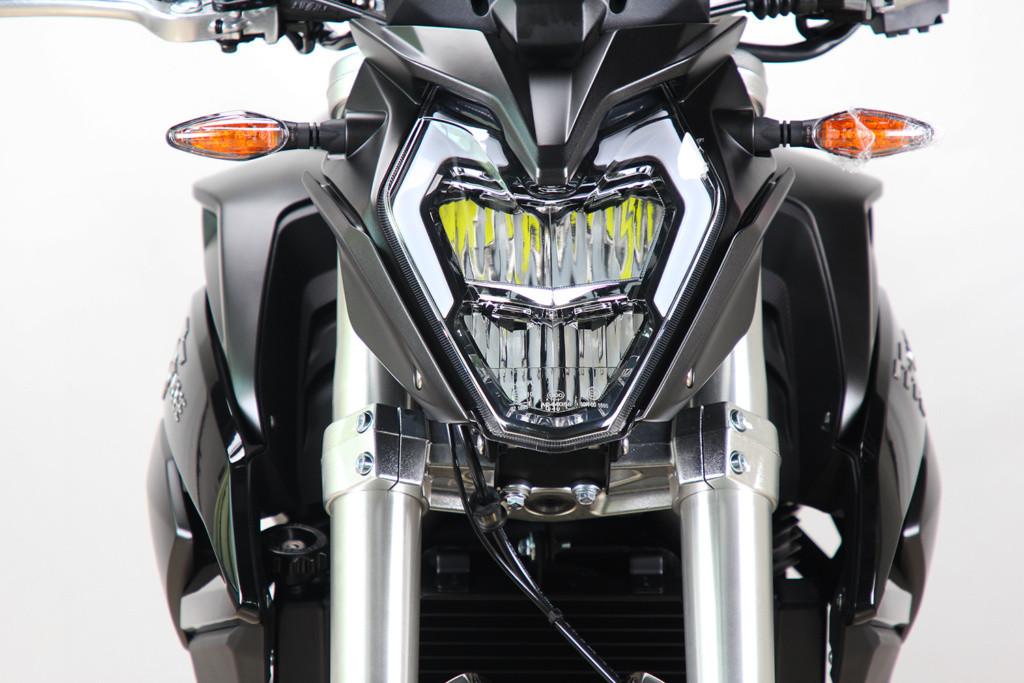 500R-noir4-1024x683.jpg