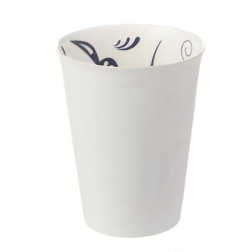Becher, Bonechina Porzellan, weißes Porzellan, buntes Porzellan, Porzellanwerkstatt Wien,Strukturbecher, manodesign