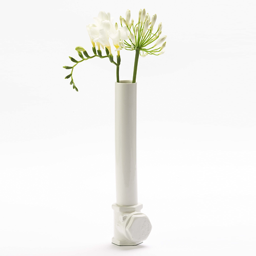 Porzellanvase mit floralem Dekor, weiße Porzellanvase, Wasserrohre