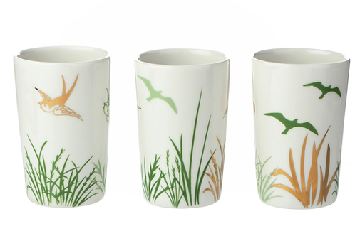 Porzellanbecher mit Dekor, florales Dekor, Vögel, Blumen,Golddekor, weißes Porzellan, Keramik in Wien, mano design