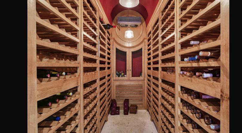 cave à vin/wine Cave