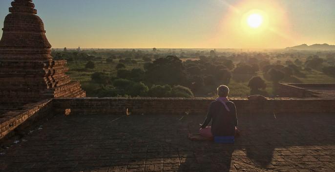 Bagan au lever du jour