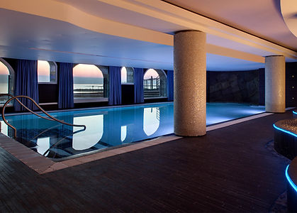 piscine-face-a-locean-grand-hotel-thalas