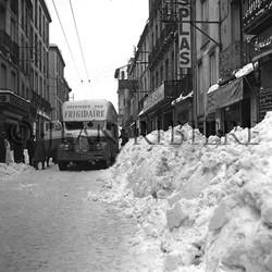 Bus Frigidaire bloqué par la neige