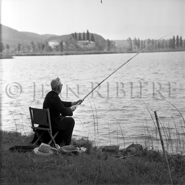 Le curé à la pêche
