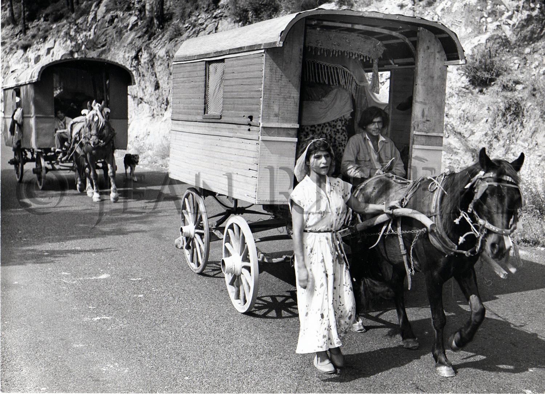 Bohémiens sur les routes en caravane