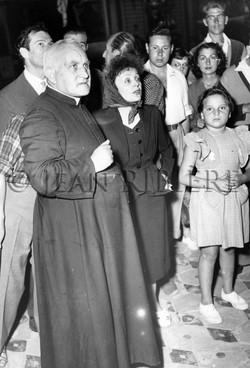 Édith PIAF visitant l'église