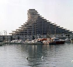 Marina Baie-des-Anges: les immeubles