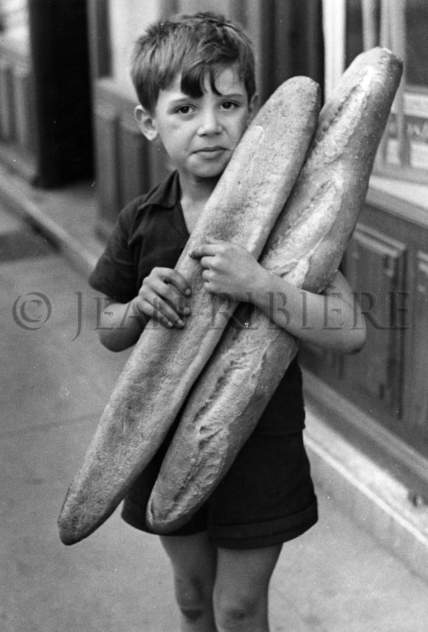 Le petit garçon et ses baguettes