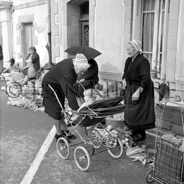 Mamies bretonnes avec leur coiffe
