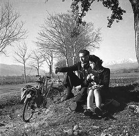 Jean et Micheline Ribière à bicyclette en 1945
