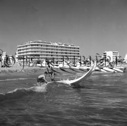 Skirado dans les vagues