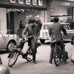 Retrouvailles de jeunes en vélosolex