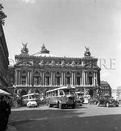 L'Opéra : circulation de bus anciens