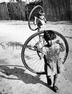 Petits Gitans qui rêvent d'un vélo