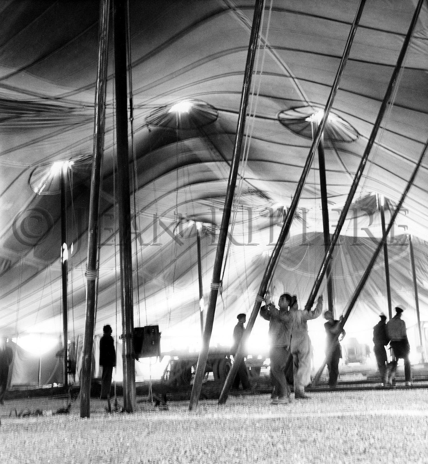 Montage du chapiteau du cirque